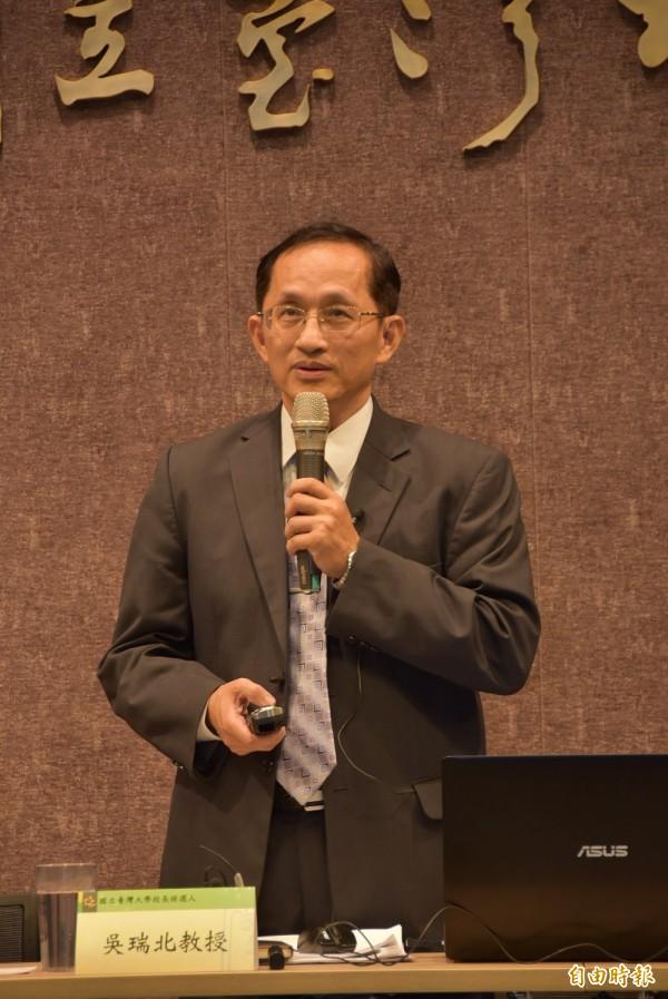 台灣大學電機系教授吳瑞北參選這屆台大校長遴選,以在校內任職任教的資歷,要穩定改革、邁向國際,讓台大成為亞洲樞紐。(記者吳柏軒攝)