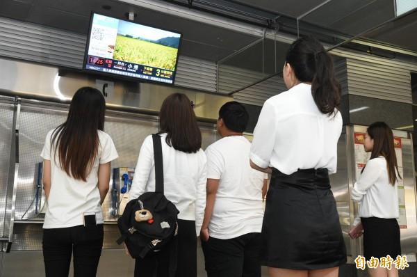 國內第一套在大眾運輸場域結合人臉辨識技術的精準廣告系統,將在高雄捷運運行。(記者張忠義攝)