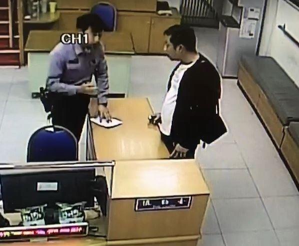 蕭男向警方請求助找尋計程車下落。(記者劉慶侯翻攝)