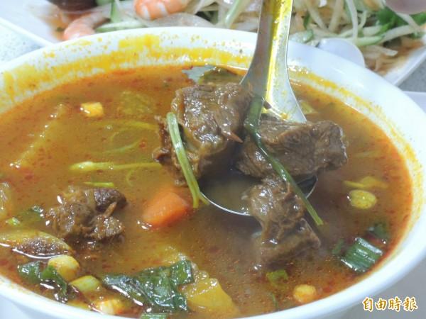 越南版紅燒牛肉吃起來順口嫩滑。(記者王榮祥攝)