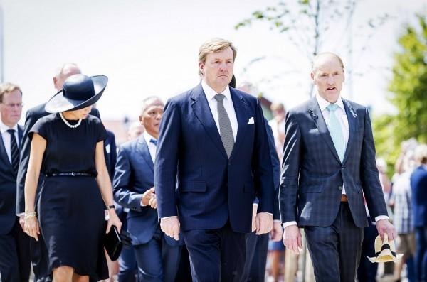荷蘭國王亞歷山大(中)除了王室的職責外,私底下更擔任荷蘭航空的副機長長達21年。(資料照,歐新社)