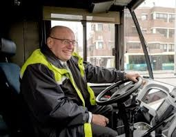 荷蘭前司法部國務秘書蒂文在今年3月宣布退出政壇後,下週將開始在一間交通公司兼任公車司機。(圖取自Business Insider Nederland)
