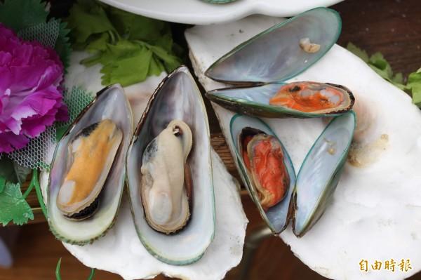 歐洲團隊研究發現,平均一份淡菜就有90顆塑膠微粒、生蠔也有50顆,如果以一週吃兩份來計算,1年就可能吞下超過1.1萬顆塑膠微粒。(資料照,記者翁聿煌攝)