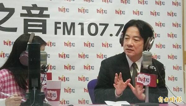 行政院長賴清德4日前往台北之音電台,接受電台主持人專訪。(記者方賓照攝)