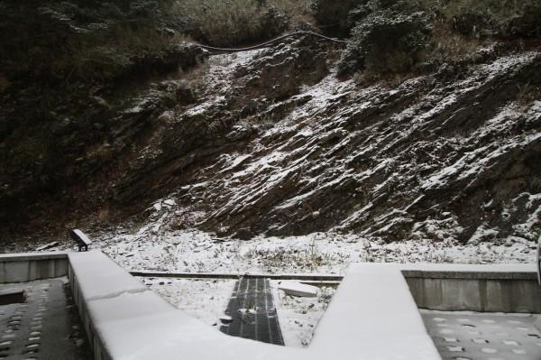 合歡山下雪了。(東勢林管處提供)
