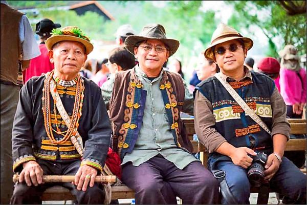 美術類撒古流.巴瓦瓦隆(中),獲獎理由:其創作穿梭傳統與當代之間,悠遊於族群過往的藝術與圖像,展現多重藝術能力與對當代社會的省思。(國藝會提供)
