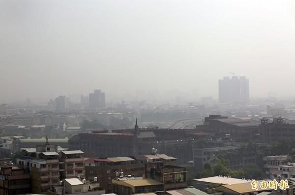中南部等地區空污問題嚴重。(資料照/記者蔡淑媛攝)