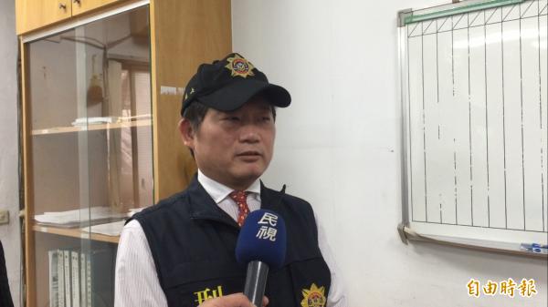 鐵路警察局台北分局偵查隊長黃明福説明。(記者陳恩惠攝)