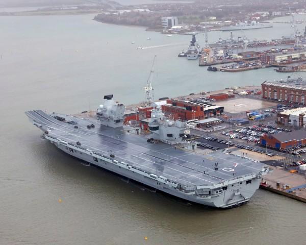 英國皇家海軍新航母伊莉莎白女王號昨日正式服役。(路透)