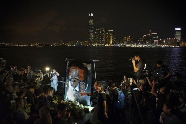 歐盟駐中國代表團在人權日前夕發表聲明,指出對中國剝奪公民基本人權感到「極度不安」。圖為先前在香港的悼念劉曉波活動。