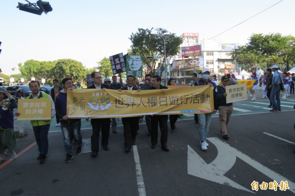 世界人權日,台中遊行為追求人權普世價值發聲。(記者蘇孟娟攝)