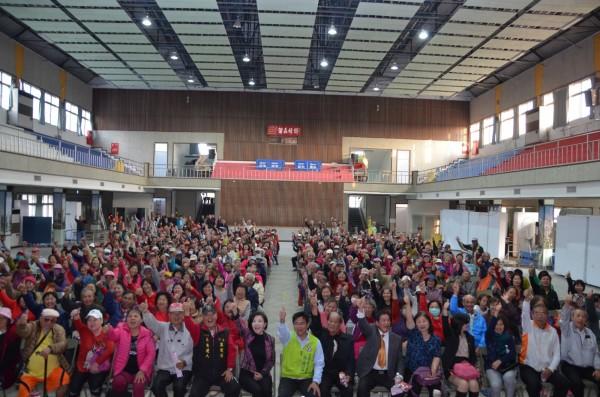立委葉宜津參選市長說明會今日在下營國小活動中心舉辦,近500位民眾擠滿活動中心。(圖由葉宜津服務處提供)
