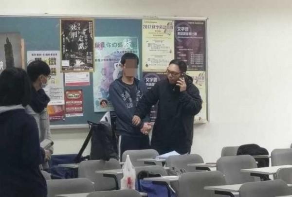 陳姓男大生今在世新校園內砍殺石姓女大生 。(記者姚岳宏翻攝)