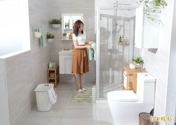 簡約風格的衛浴空間色彩往往不脫白色與灰色,但這季可點綴淡綠色,為冬日的簡約風增添一絲暖意。(記者陳宇睿攝)