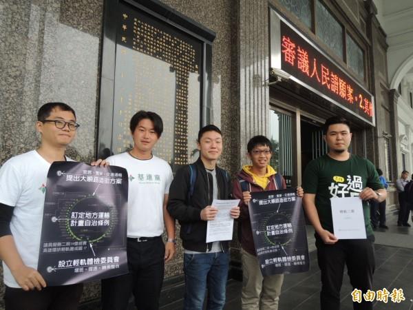 基進黨等團體力挺輕軌(記者王榮祥攝)