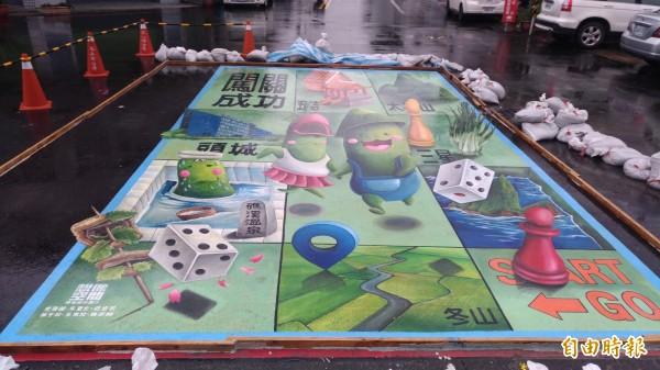 冬山鄉公所今年底新增9幅大型3D彩繪,由吉祥物「冬瓜山寶寶」擔任嚮導,以主題導覽方式,帶遊客串遊冬山老街。(記者張議晨攝)