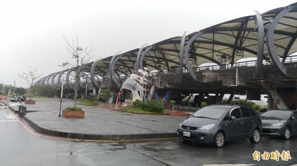 冬山鄉公所將在冬山火車站前,打造全縣首面「雨天塗鴉」作品,預計明年春節前亮相。(記者張議晨攝)