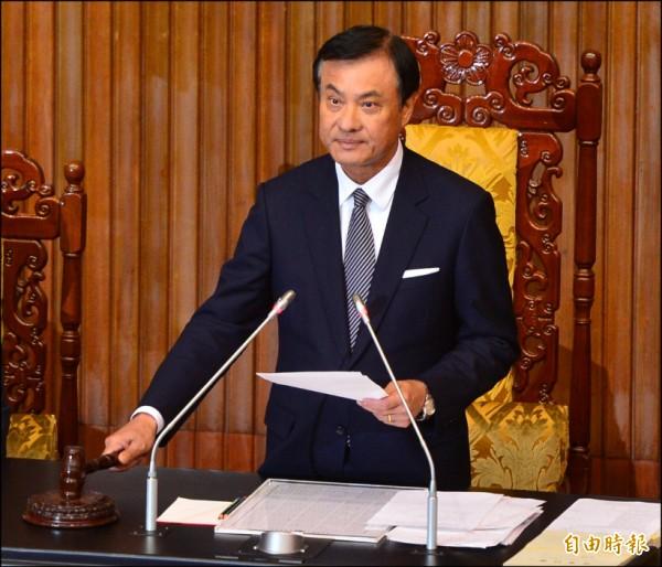 立法院昨通過公投法修正案,立法院長蘇嘉全敲槌三讀通過。(記者王藝菘攝)