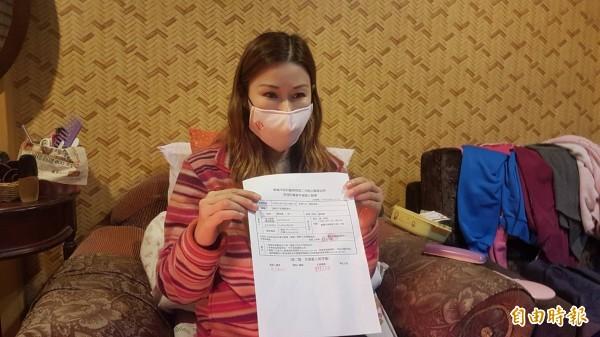 蘇姓女子投訴媒體,楊男為強逼她上班,在卡拉OK店內動用私刑教訓。(記者丁偉杰攝)