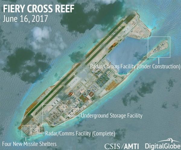 據美國智庫「亞州海事透明倡議(Asia Maritime Transparency Initiative, AMTI)」,中國2017年在南沙、西沙群島上興建了多項軍事建設,可能將擴建為空軍或海軍基地。(擷自戰略與國際研究中心,CSIS)