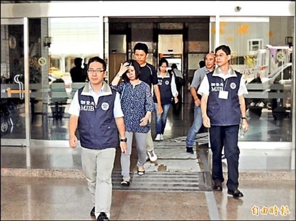 慶云董事長陳慶雲之妻鄒淑芬(左二)二審被判刑。(資料照)