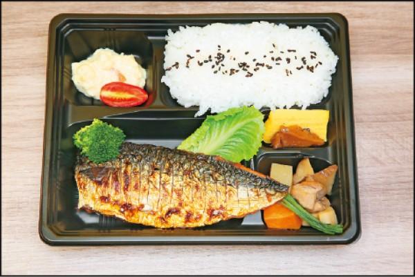 鹽烤鯖魚便當/180元。姬路Maneki 鐵路便當肉質鮮嫩的鹽烤鯖魚,以特製醬料醃製,香鹹滋味很下飯。(記者沈昱嘉/攝影)