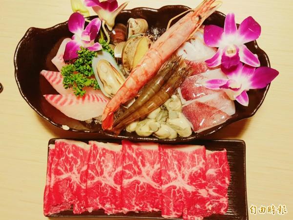 店內的海陸鍋是招牌,點這個餐點會有海鮮盤及肉盤,可以吃到海鮮,又能吃到肉。(記者楊心慧攝)