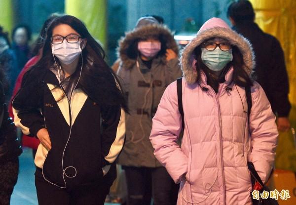 中央氣象局南區氣象中心預測,台南明日入夜起氣溫持續降低,預估日夜溫差超過10度,體感溫度將只有攝氏9度。(資料照,記者羅沛德攝)