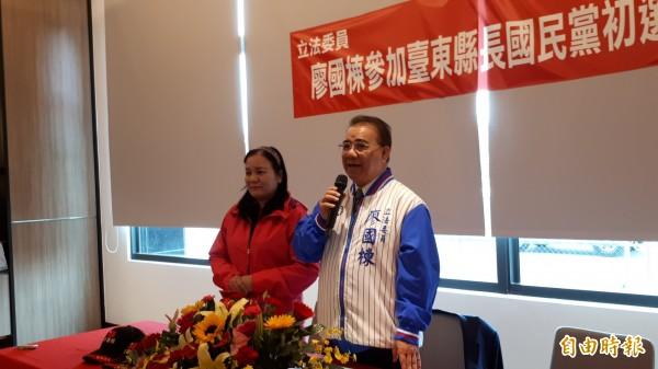 立委廖國棟今天偕妻子召開記者會,正式宣布投入下屆台東縣長國民黨內初選。(記者黃明堂攝)