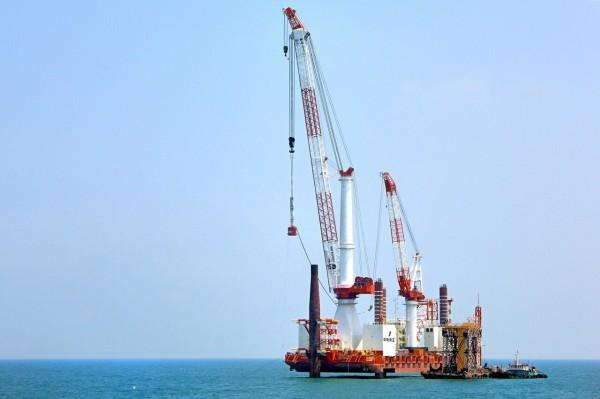 離岸風電「海氣象觀測塔」打樁作業。(圖:台船提供)