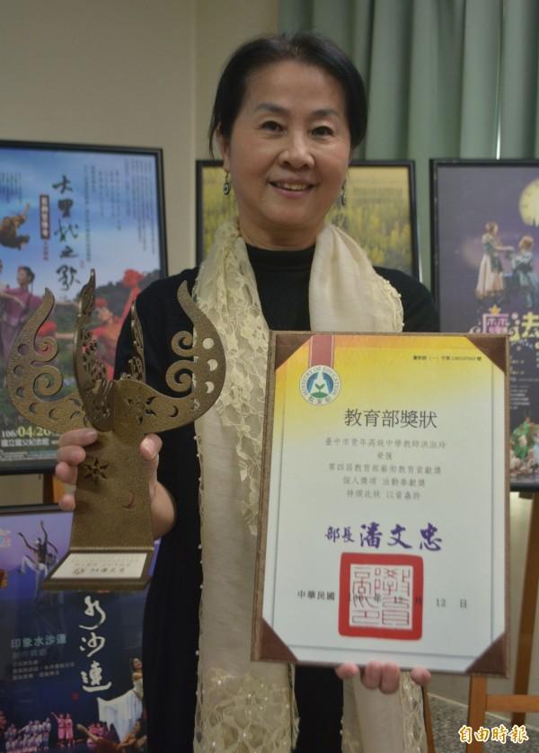 青年高中舞蹈暨影視科主任洪淑玲,長期投入舞蹈教學與推廣,今年獲得教育部「藝術教育貢獻獎」的肯定。(記者陳建志攝)