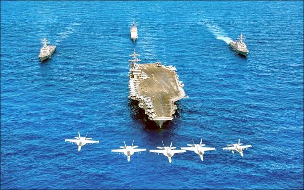隸屬美國海軍第三艦隊的卡爾文森號航空母艦打擊群,六月間在西太平洋海域演習。(法新社檔案照)