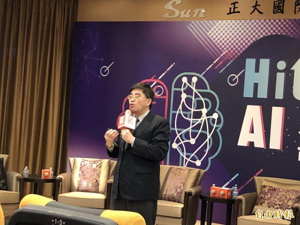 國發會副主委邱俊榮在以「AI發展趨勢與我國發展政策」為題的演說中表示,解決五缺問題,要靠人工智慧AI。 (記者陳炳宏攝)