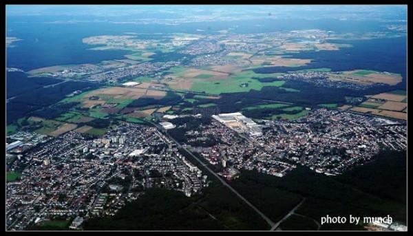 德國法蘭克夫附近農地,縱使鄰近大城,農地依然完整。(漂浪島嶼提供)