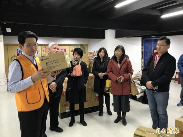循人中學師生參訪安德烈食物銀行,了解社福物資如何籌集與運送。(記者翁聿煌攝)