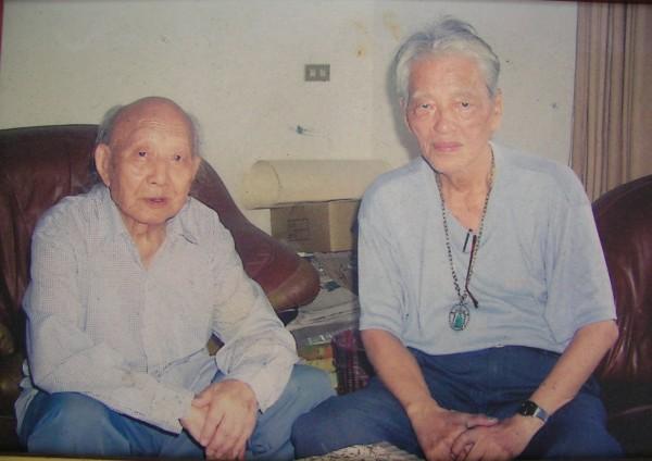 國寶級畫家王攀元(左)今晨辭世,右是已故畫家蔡雲程。(本報讀者提供,記者江志雄翻攝)