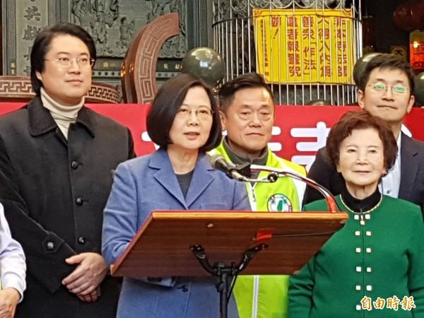 蔡英文總統表示,台灣今年經濟表現超乎預期,相信春天來臨時,大家都會感受到台灣進步與發展。(記者俞肇福攝)