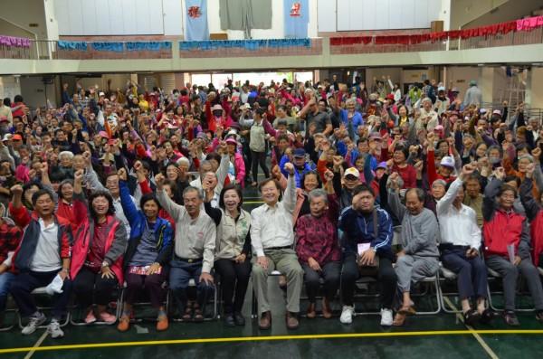 立委葉宜津參選市長說明會今天在六甲國中活動中心舉行,近600人擠爆會場。(立委葉宜津服務處提供))
