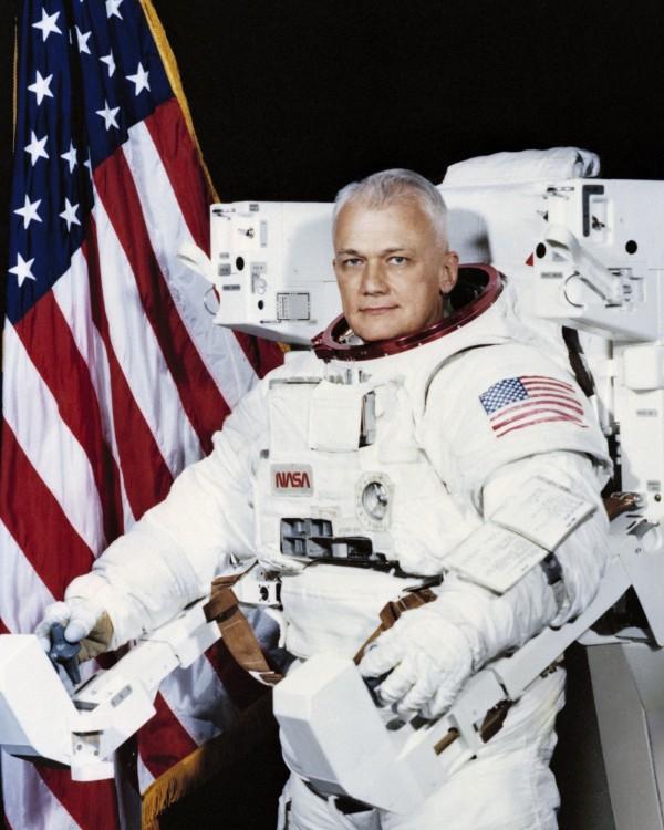 麥克坎德雷斯在1984年、1990年兩度以任務專家身分上太空,總共在太空中飛行了312個小時。(美聯社)