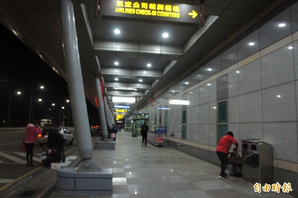 馬公航空站開埠以來,首次傳出乘客機上抽菸開罰案例。(記者劉禹慶攝)