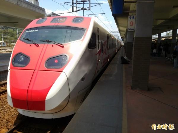 普悠瑪列車原不賣站票,但今年10月起針對北東線末班車開放定額站票。(記者黃明堂攝)