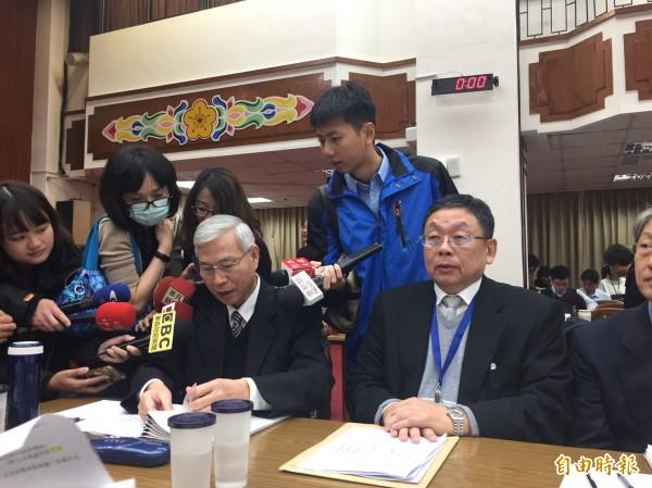 中央印製廠總經理陳永輝(右)。(記者盧冠誠攝)