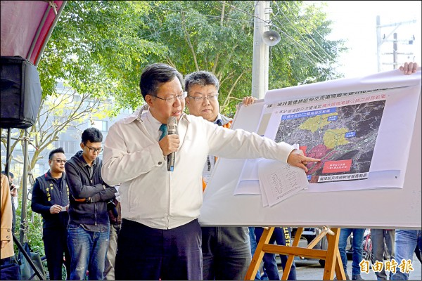 市長鄭文燦說明市府將爭取國三增設八德第二交流道。 (記者謝武雄攝)