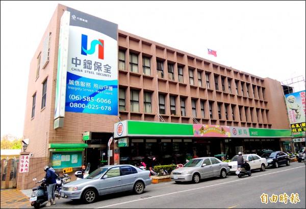 新營郵局明年1月1日將走入歷史。(記者楊金城攝)