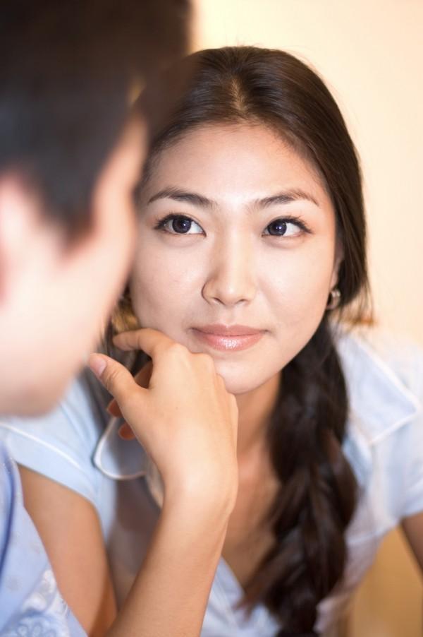 熟女強行要為男子做「特別服務」,最後還向男子收取高額費用,讓男方感覺十分委屈。(情境照)