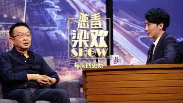 中國網路脫口秀節目「惡毒梁歡秀」以針砭時弊為特色,主持人梁歡(圖右)有「毒舌製作人」之稱。(取自網路)