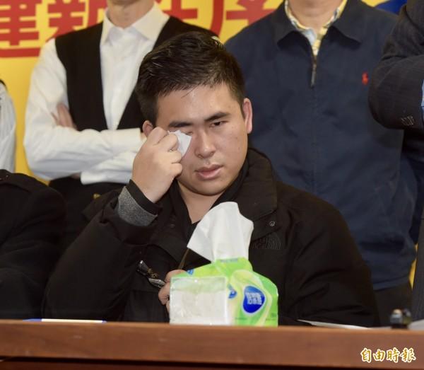 王炳忠等3人列他字案被告偵辦,圖為王炳忠曾在記者會上落淚喊冤。(資料照,記者黃耀徵攝)
