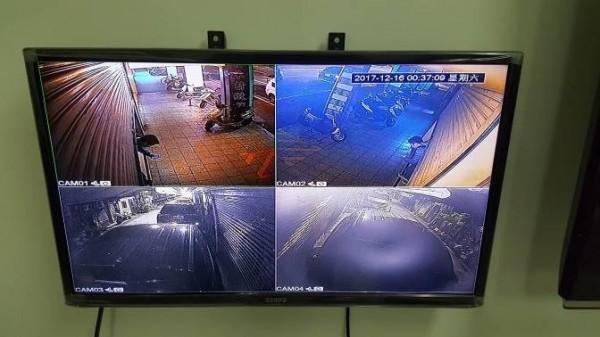賭場周邊設有監視器監控有無可疑人士。(記者劉慶侯翻攝)