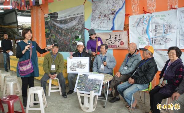 台灣行動研究學會昨舉行《來去吉野村》新書發表,邀請提供口述資料的長者出席,一起解密移民村內鮮為人知的庶民故事。(記者王峻祺攝)