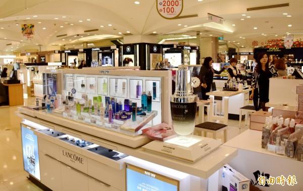 化妝品專櫃(資料照,記者李容萍攝)